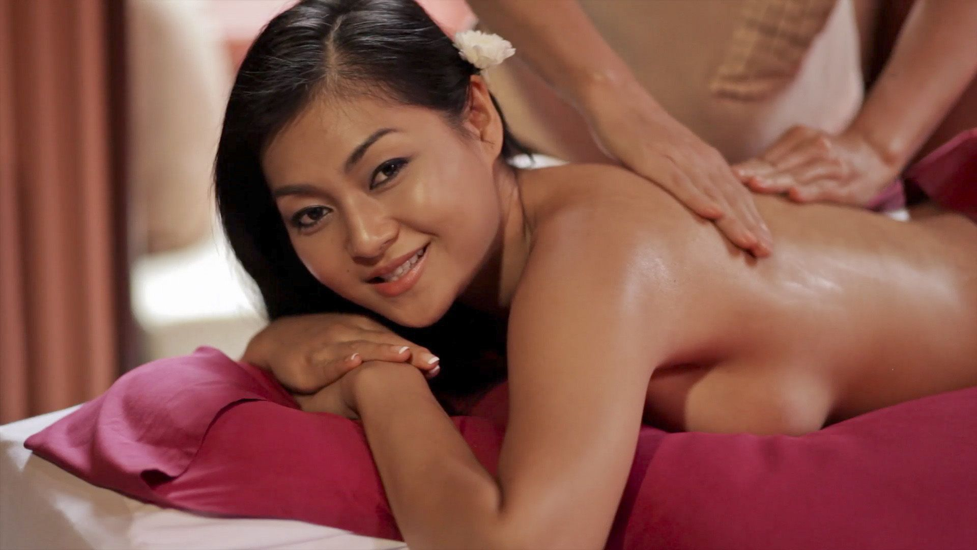 Thai massage in driving car turns to wild hardcore fuck sex clip